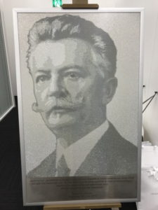 ダニエルスワロフスキー肖像画デコ